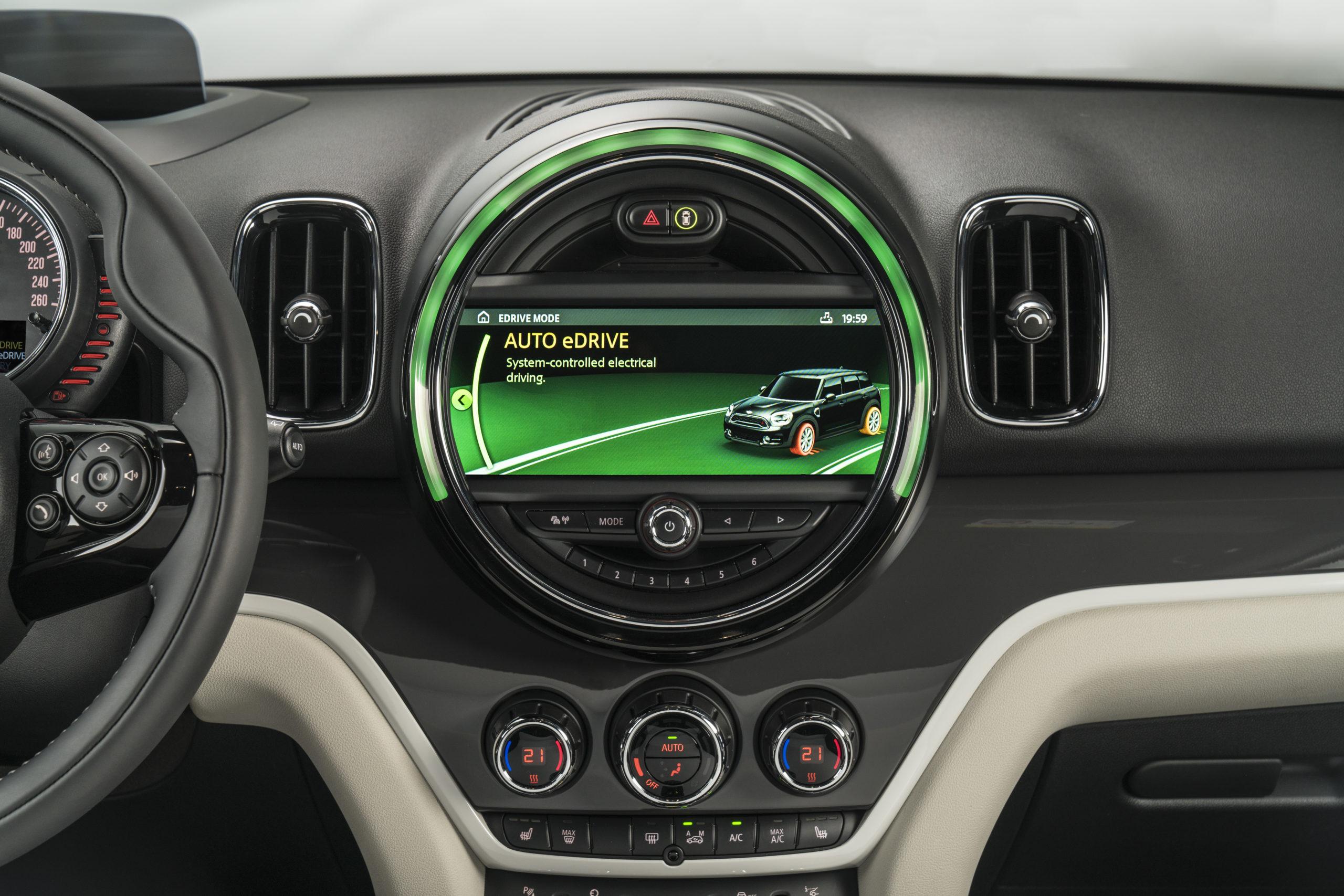 Photo of 2017 Mini Plug-In Countryman dashboard.