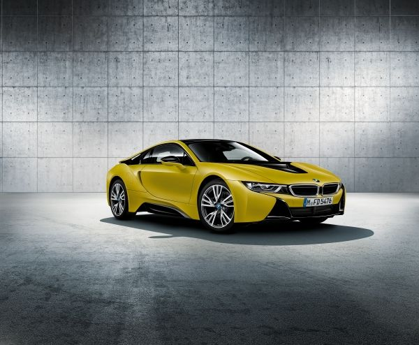 Photo of the new BMW i8 Frozen Yellow Edition.